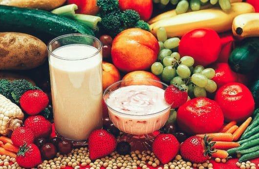 Фрукти, овочі і молоко